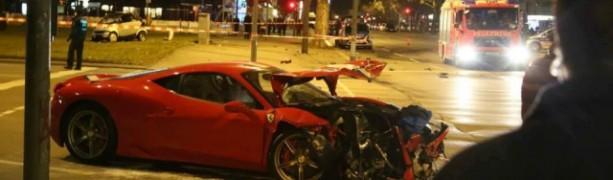 Nesreča ferrarija 458 speciale in smarta fortwo